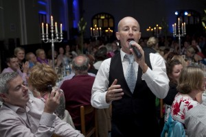 The singing waiter and the wineman